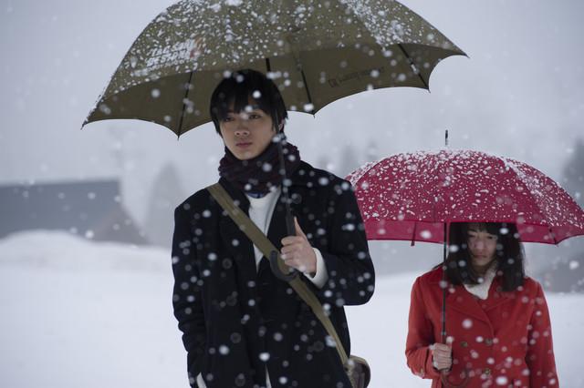 映画「ミスミソウ」春花と相場が心通わせる様子切り取った場面写真3点到着 HAPPY!コミック